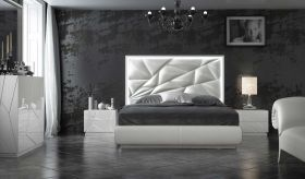 Caposele Modern Bedroom Set in White & Silver