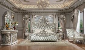 Hoodsport Traditional Bedroom Set in Metallic Silver