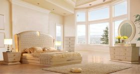 Maricopa Traditional Bedroom Set in White Gloss